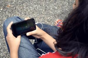 girl_watchingphone-DP.com