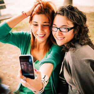 teenagers-selfie